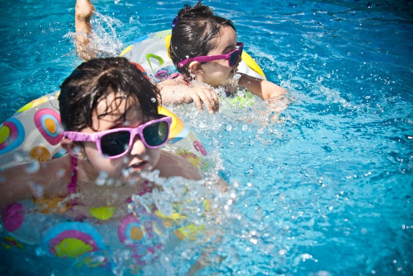 EKSPERDID SELGITAVAD: millal peaks alustama lapse ujumisõpet ja kuidas tagada ohutus?