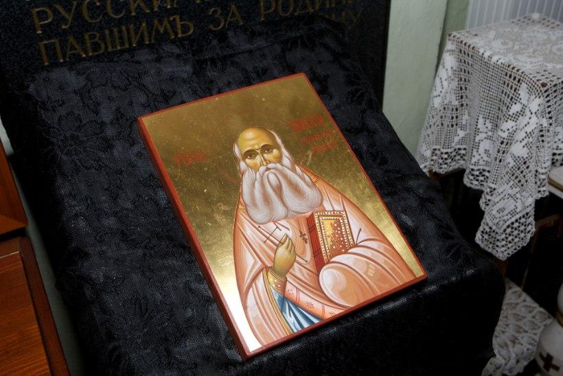 Tõnis Erilaiu lehesaba   Kuidas elati Püha Nikolai kummardajate saarel