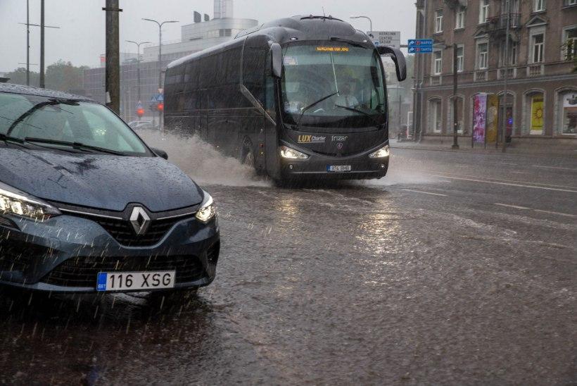 GALERII |  Ootamatu äiksevihm tekitas Tallinna tänavatel uputuse