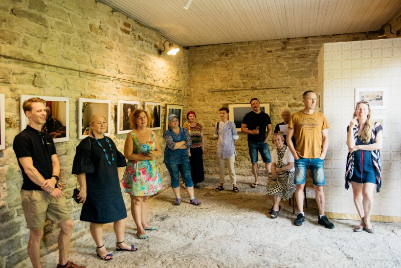 GALERII | LINN-UTOOPIA EHK ELU ÜMBER URAANITEHASE: Annela Samueli fotonäitusel avavad ennast Sillamäe elanikud