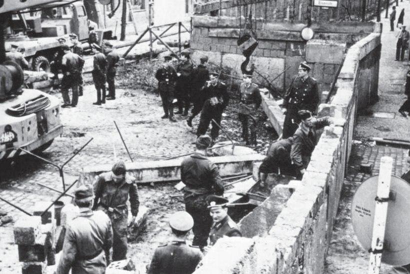 """""""OKASTRAADIPÜHAPÄEV"""" JA 55 000 MAAMIINI: Berliini müür kerkis ootamatult ja üleöö"""