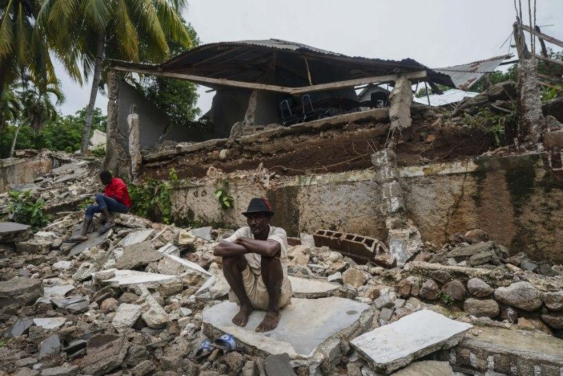 HAITI RUSUV OLUKORD: tugevale maavärinale järgnes päästeoperatsioone raskendav torm
