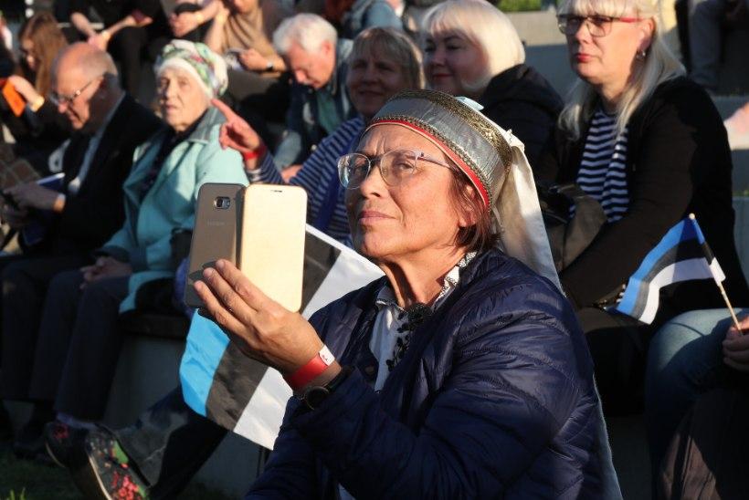 GALERII   Narvas peetakse menukat kooslaulmispidu