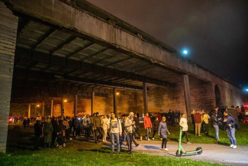 GALERII | Linnahalli katus hakkas droonisõu ajal lainetama, rahvas saadeti laiali