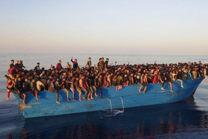 Sadu pagulasi päästeti kipakast paadist