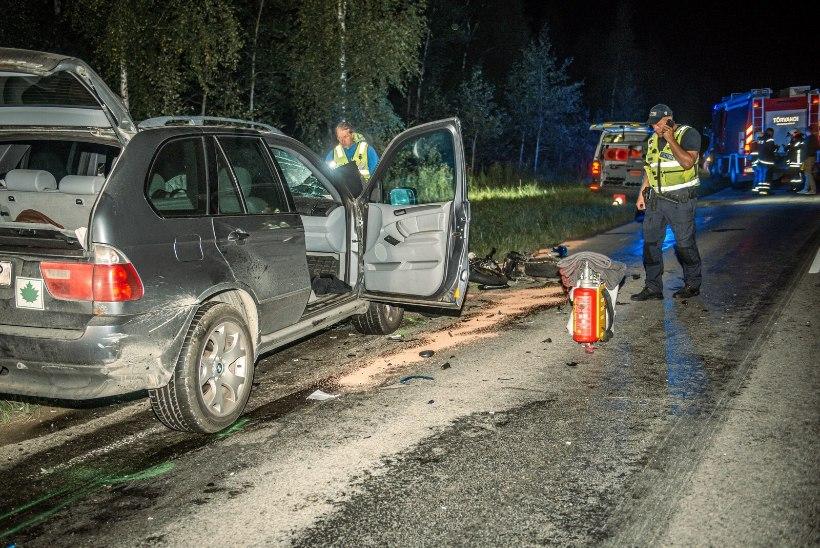 Tartumaal hukkus mootorratta ja sõiduauto kokkupõrkes kaks teismelist