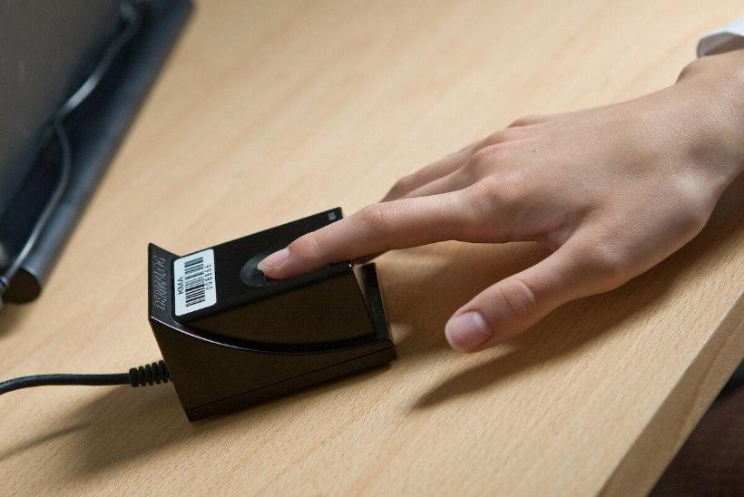 """""""SEE EI OLE INIMVÄÄRIKAS!"""" Politsei peab sõrmejälgi võtma ka väga vanadelt ja haigetelt"""