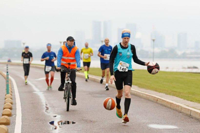 GALERII   Tallinna maratoni võitis au-eestlane Mukunga