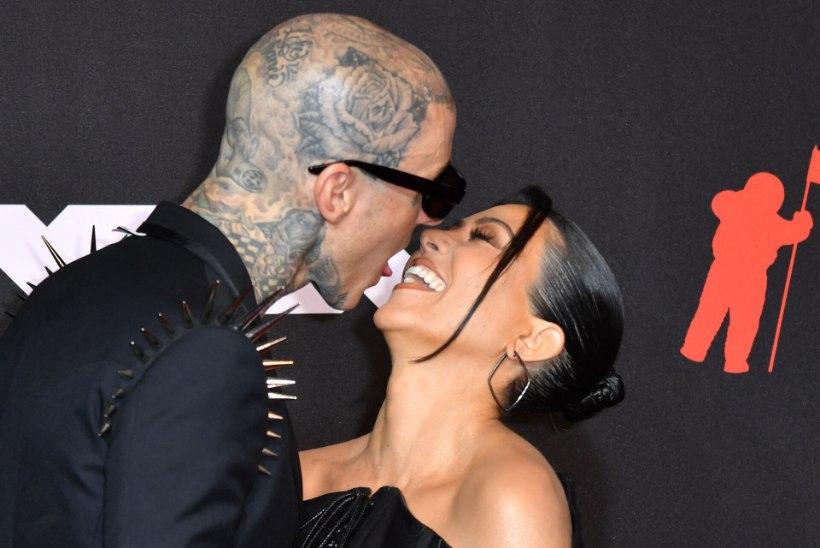 KEELESUUDLUS! Kourtney Kardashian ja Travis Barker tegid ihara punavaibadebüüdi