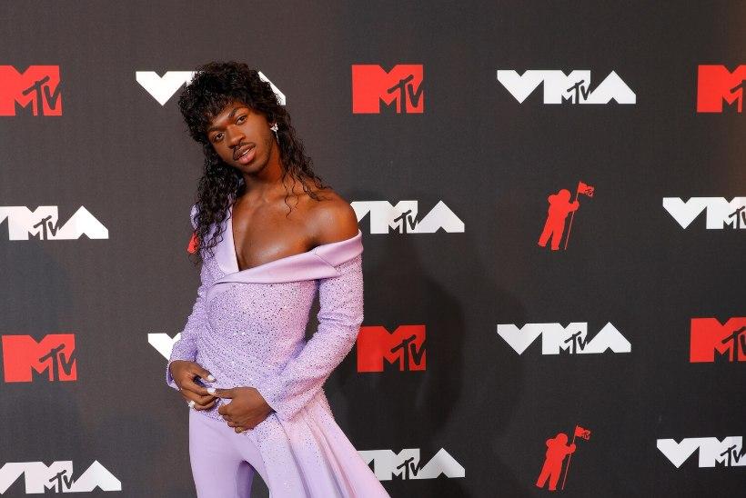 GALERII | MTV gala punasel vaibal püüdsid pilku latekskostüümid, napid kleidid ja grandioossed peakatted