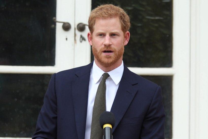 PRINTS HARRY 37: kuninglik pere õnnitleb siiski oma musta lammast