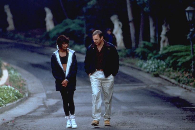 """Whitney Houstoni fännid raevus: """"Ihukaitsjast"""" filmitakse uus versioon"""