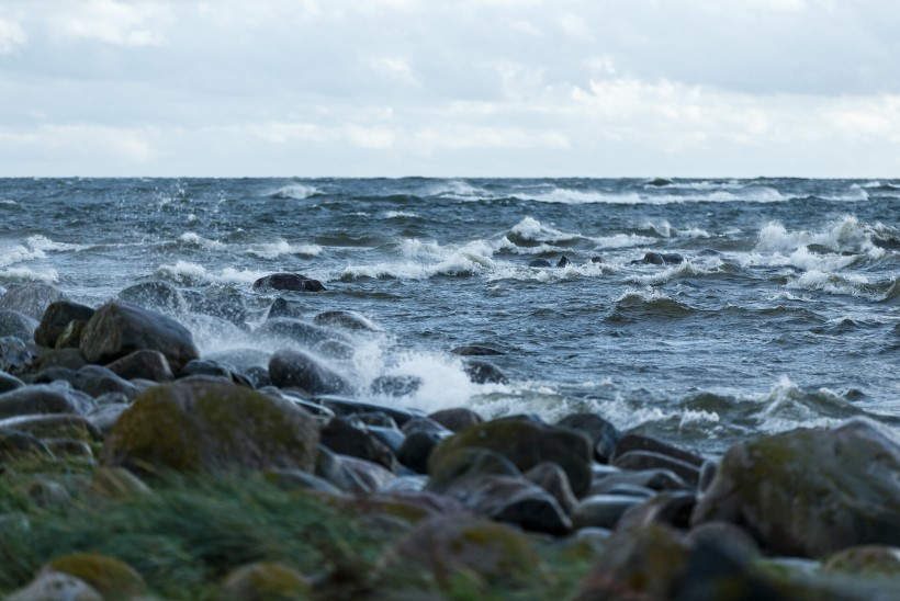 Tõnis Erilaiu lehesaba   Kuidas mees väikese sohiga Saaremaalt Lätti ujus