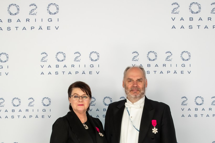 GALERII   Naistelehe moetoimetaja uuest Eesti esileedist: midagi küsitavat või igavat me Sirje Karise seljas nägema ei hakka