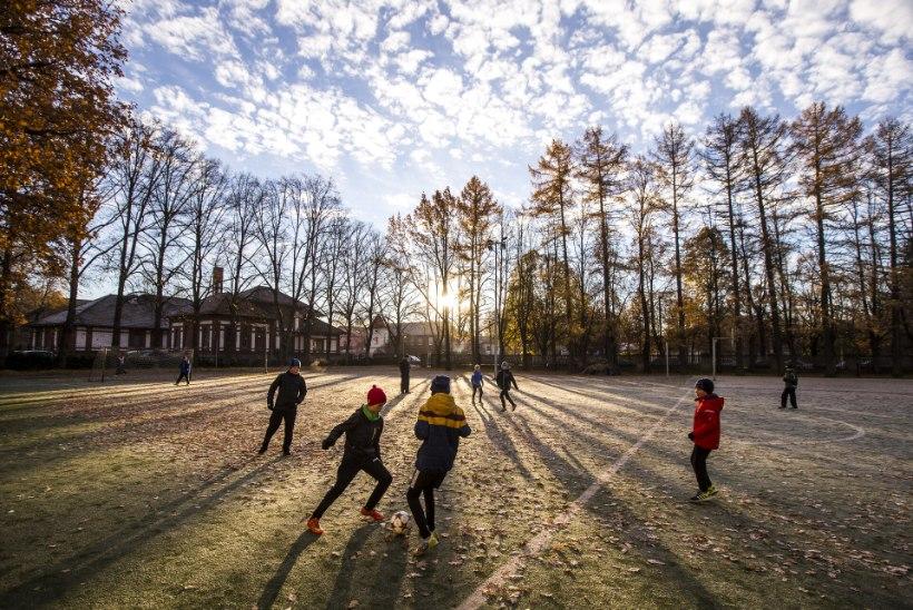 LUMEHELBEKE, TASA, TASA! Koolidirektor on hädas: vanemad ei taha, et nende lapsed õues spordiksid!