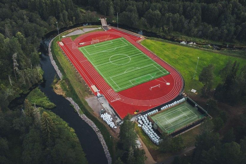 FOTOD | Eesti kauneim spordiplats? Tõrva uus staadion näeb välja nagu muinasjutus