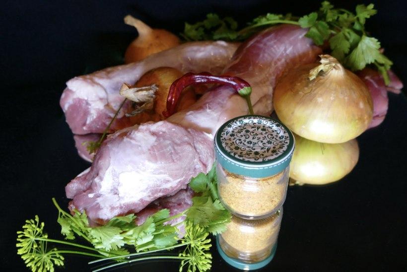 SAMM-SAMMULT | Sea sisefilee šašlõkk kuivmarinaadis sooja sibula-tomati salatiga
