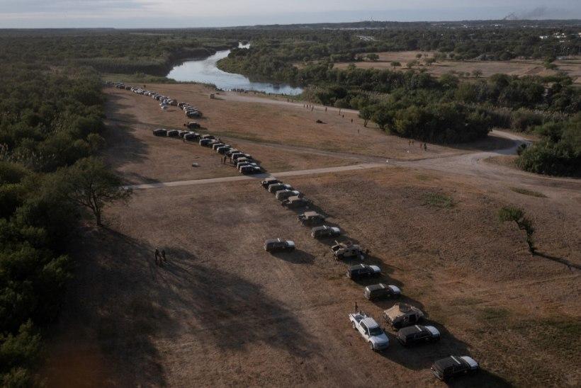14 000 INIMEST ELAB SILLA ALL: Texase ratsapatrull kappas haitilaste põgenikelaagrisse