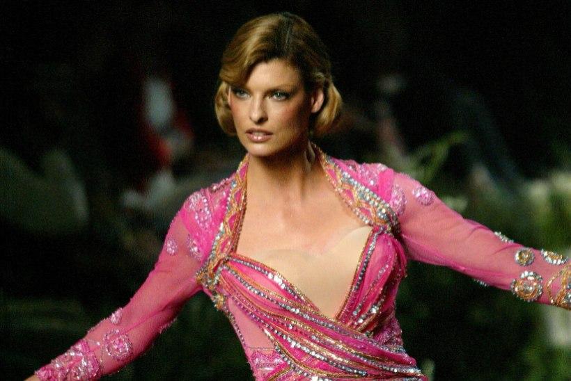 VIIS AASTAT ERAKUNA: populaarne iluprotseduur hävitas supermodell Linda Evangelista näo