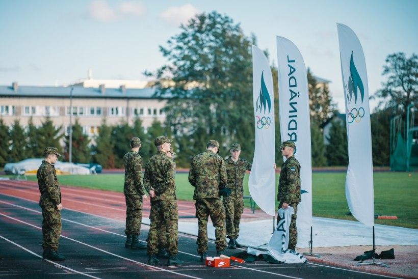 FOTOD   Kaitsevägi ja EOK tähistasid Spordinädalat kehalisi võimeid kontrollides