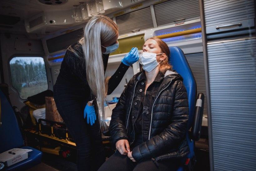 GALERII VÕTTELT | NÄITLEJATÖÖ NÕUAB UUT IMIDŽIT! Desiree Mumm värvis rolli jaoks blondid kiharad tumedaks: Henrik Normann tuli minuga juuksurisse kaasa