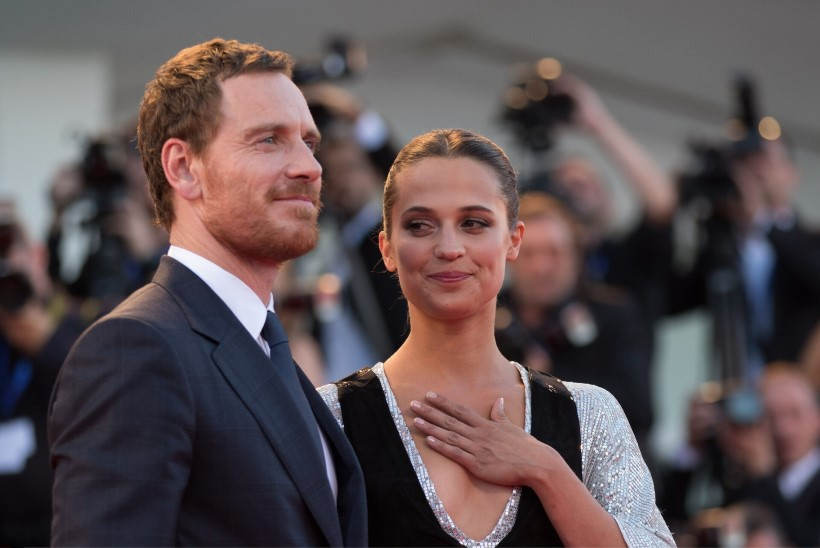 """""""Taani tüdruku"""" ja """"Tomb Raideri"""" täht kinnitas beebi saabumist"""