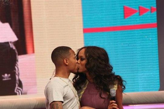PILTUUDIS: Tyra Banks suudles noort räpparit kuumalt otse telesaates!