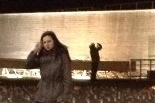 LUGEJA FOTOD: noorukid vandaalitsesid Vabaduse väljakul mälestusküünaldega