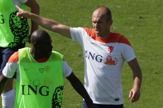 VIDEO: Hollandi staar Arjen Robben läks trennis kaasmängijaga kähmlema