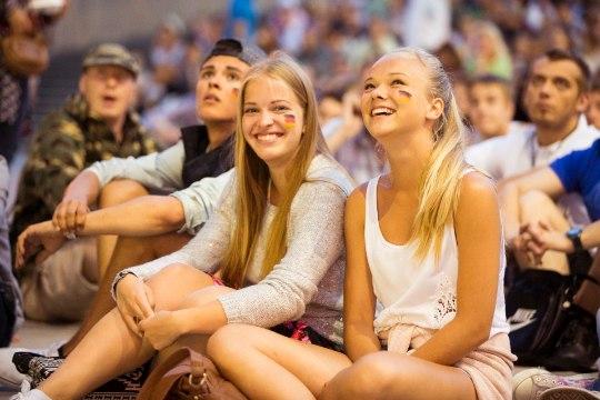 GALERII: Jalgpalli MM-finaal tõi Vabaduse väljaku puupüsti rahvast täis