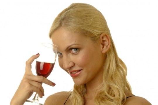 Viis üllatavat viisi, kuidas vein oma tervise nimel tööle panna