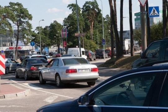 Pärnu maanteel katki läinud buss tekitas hommikusel tipptunnil ummiku