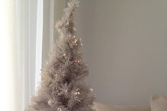 Смотри, какие новогодние елки в домах известных людей