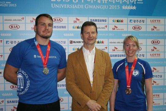 FOTO | TÜ rektor kohtus Lõuna-Koreas kahe medalivõitjast tudengiga