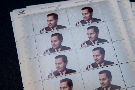 GALERII   Paul Keres jäädvustati 2-eurosele mündile ja postmargile