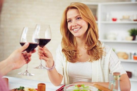 Ohhoo! Lisakilodest saab lahti ka õhtul punast veini rüübates!