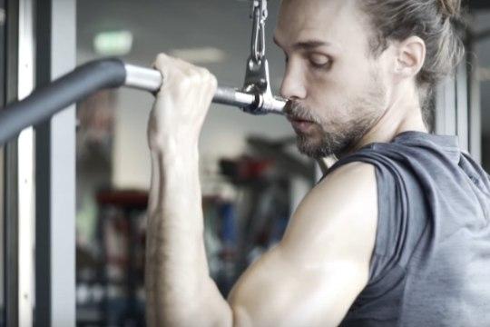 """""""Selgeltnägijate tuleproovi"""" saatejuht Jesper Veber näitab taimetoidumessi videoklipis oma vägevat vormi"""