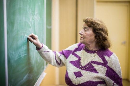 EESTI VANIM ÕPETAJA: minul ei ole elus seda olnud, et õpilased ei teeks, mida ma ütlen