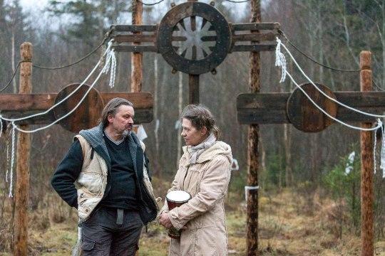 GALERII   Nõiad tegid Kati Saara Vatmanni juures pööripäeva riituseid