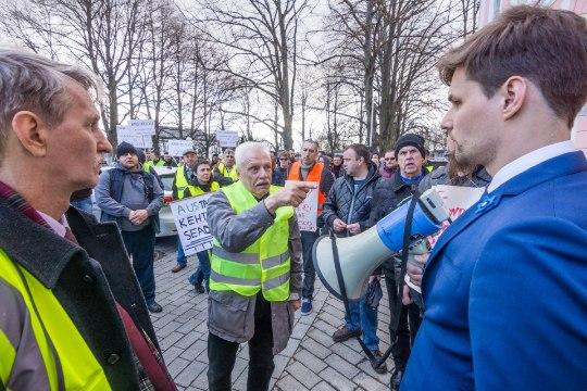 GALERII | Taksojuhid võitlesid Toompeal Uberi vastu