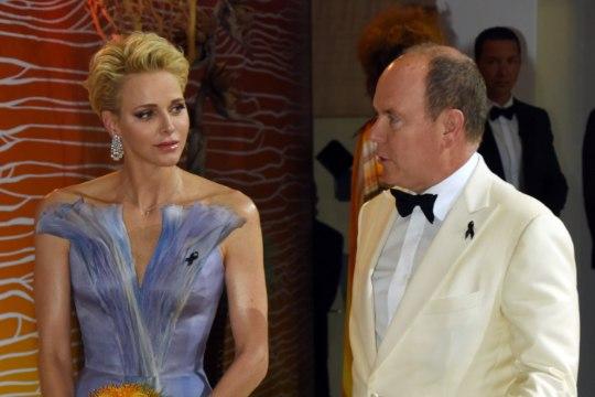 FOTOD   Monaco vürstinna kuivab oma vatsaka mehe kõrval päris kokku!