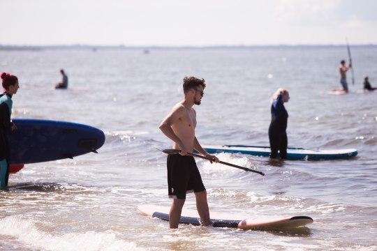 GALERII | Surfilaagri kolmandal päeval lustisid rannas nii surfarid kui ka nende neljajalgsed sõbrad