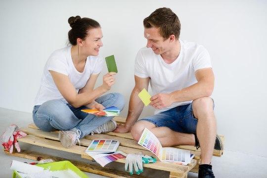 Koduremondiks värve valides vaata värvikaarte ja kiika riidekappi