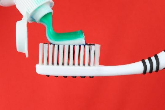 12 võimalust hambapasta kasutamiseks kodus