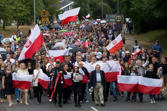 VÕÕRAVIHA KASV: Inglismaal tapetakse ja pekstakse poolakaid