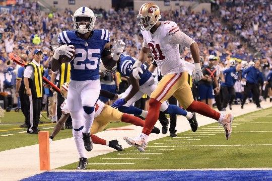 GALERII | Hunt ja Colts said skandaaliga alanud matšis hooaja teise võidu