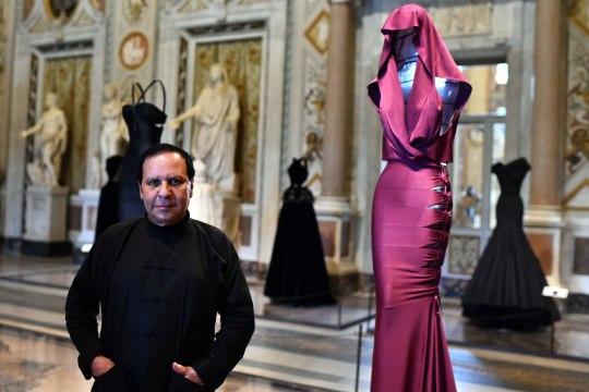 Moemaailm leinab 77aastasena surnud disainerit Azzedine Alaïat