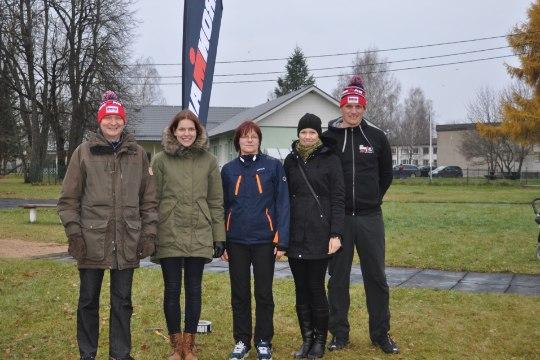Lastefond ja IRONMAN võistluste juhid koos Raivo E. Tammega korraldasid Tudulinna asenduskodus spordipäeva