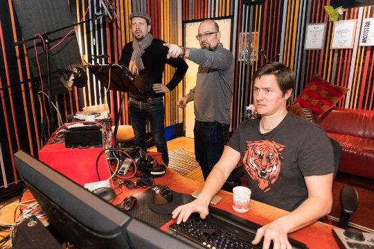"""""""Stuudios mikrofoni naerda – see pole üldse nii raske, kui tundub!"""""""