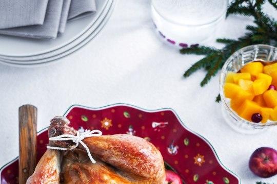 AnniRahulajõululauda ehib puuviljade, kõrvitsa ja kruupidega täidetud ahjukana